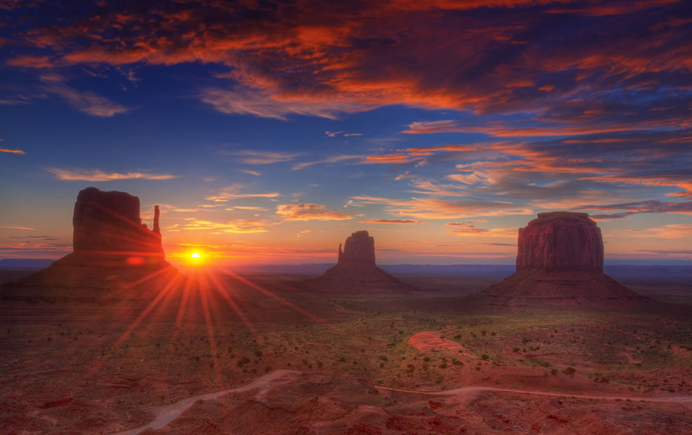 Sunrise-Navajo-Nation-Monument-Valley