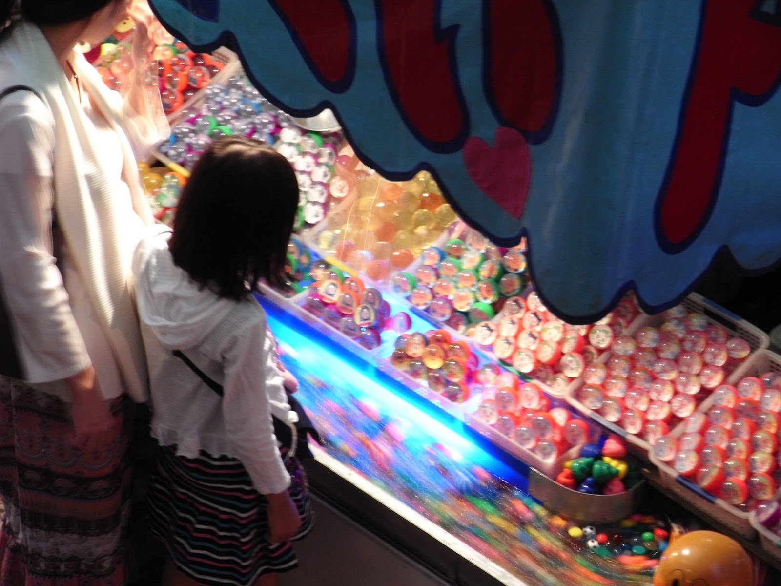 summer-festival-japan-night-stall-bouncy-balls-04
